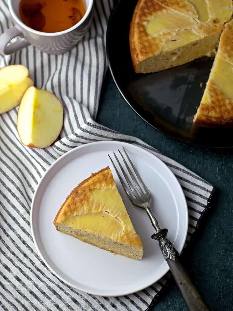 Healthy Cinnamon Apple Cake