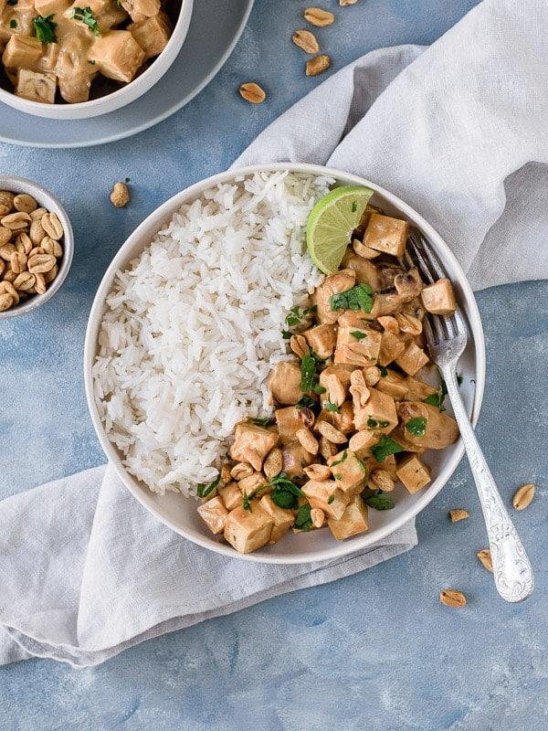 Tofu com molho de amendoim