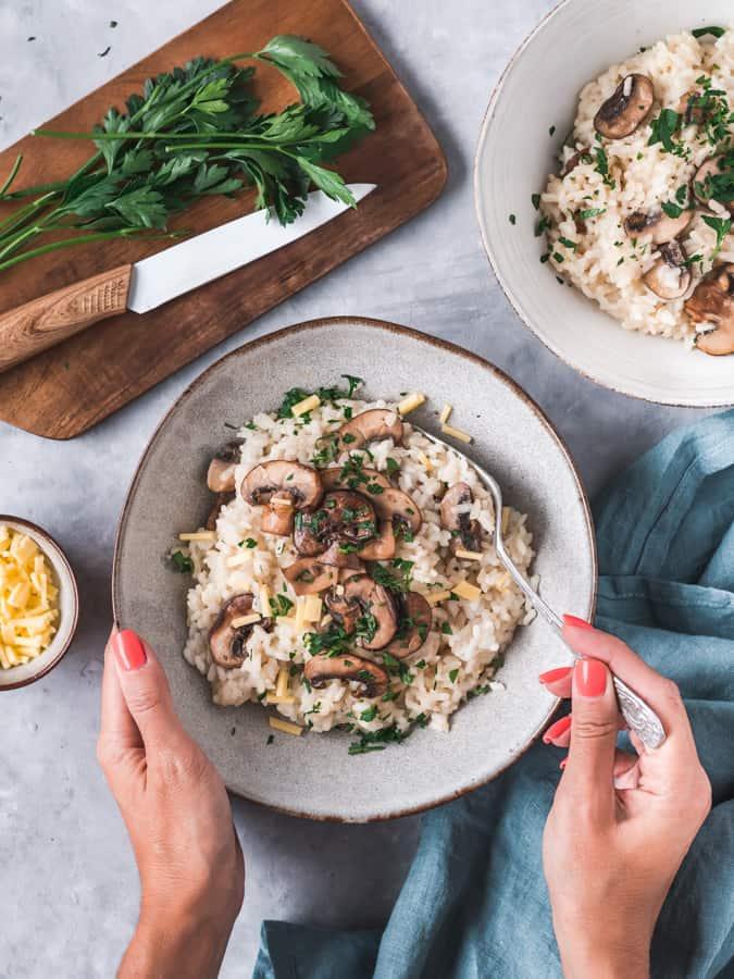 Este Risotto de Cogumelos Frescos é uma receita simples e rápida para um jantar cheio de sabor.
